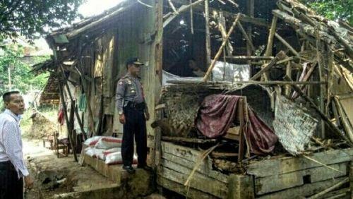 Mirip Cerita Dongeng, Ibu di Cianjur Terpaksa Merebus Batu untuk Tidurkan 7 Putrinya yang Kelaparan