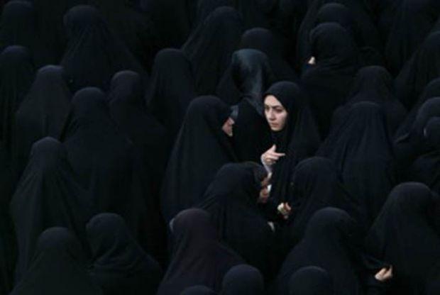 Puluhan Model Ditangkap di Iran karena Berpose Tanpa Hijab