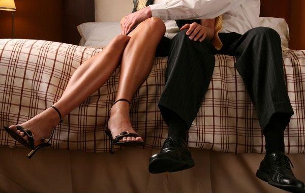 Tak Pulang 2 Hari, Istri Anggota BNNP Kepergok Berduaan dengan Anggota DPRD di Kamar Hotel