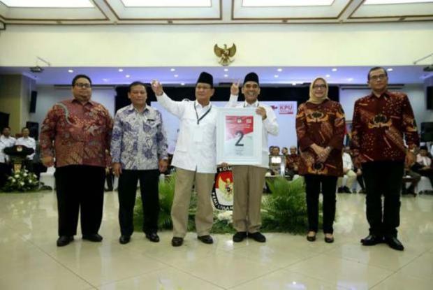 """Dulu Dipakai Jokowi-JK, Kini Salam """"Dua Jari"""" Diteriakkan Gerindra"""