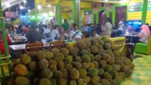 kisah-sukses-ucok-durian-yang-melegenda-di-medan-hingga-berburu-durian-berkualitas-nomor-satu