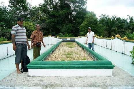 Misteri Makam Sultan Sepanjang 12 Meter di Rengat, Riau