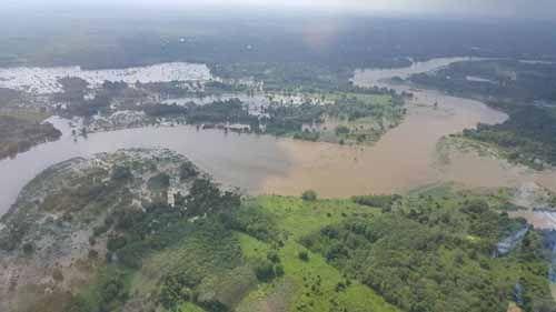 Akibat Banjir, Guru di Desa Kuntu Kabupaten Kampar Harus Tempuh 2,5 Jam untuk Bisa Pulang ke Rumah