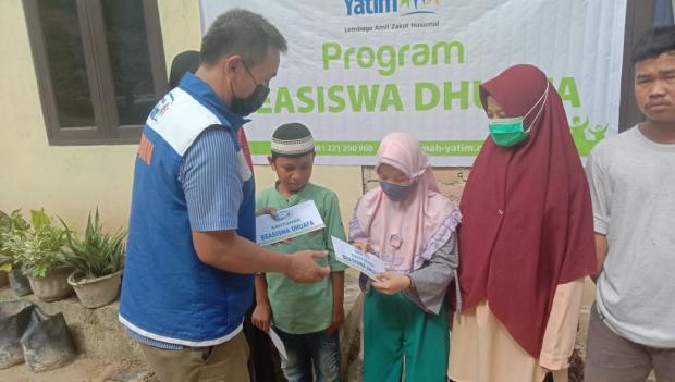 Paket Perlengkapan Sekolah Disalurkan kepada 20 Anak Yatim dan Duafa di Kawasan Tenayan Pekanbaru