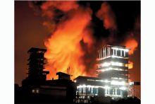 pabrik-kelapa-sawit-pt-warna-jingga-timur-di-cerenti-terbakar