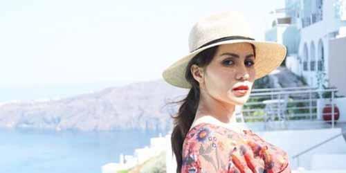 Bertolak ke Santorini Yunani, Momo Geisha dan Suami Nikmati Bulan Madu