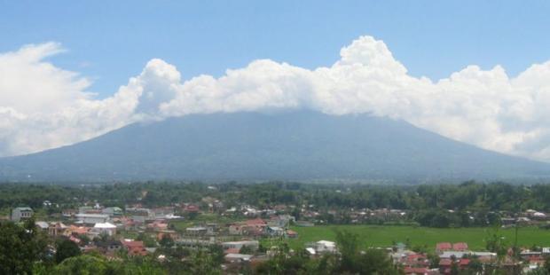 Gunung Marapi di Sumbar Meletus