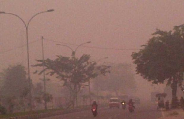 Mensos: Pemerintah Wacanakan Beri Kompensasi pada 1,2 Juta Korban Kabut Asap, Rp900 Ribu per Orang