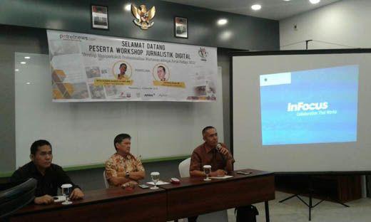 Kala Tokoh Pers Nasional Wina Armada Sukardi dan CEO <i>GoRiau.com</i> Berbagi Kisah dan Kiat Sukses dengan Peserta Workshop Jurnalistik Digital <i>potretnews.com</i>