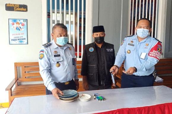 Penggaris untuk Ukur Alat Vital Ditemukan dalam Razia di Sebuah Lapas Wilayah Jatim