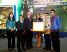 kesungguhan-april-group-kelola-hutan-berkelanjutan-berbuah-sertifikat-pefc