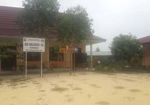 Sekolah tanpa Air di Desa Maredan Kabupaten Siak; Kepala Sekolah Terpaksa Bawa Jerigen dari Rumah