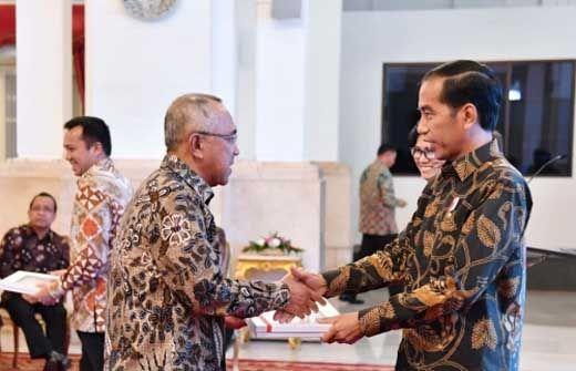 Gubernur Arsyadjuliandi Rachman Terima DIPA Tahun 2017 Rp21,3 Triliun untuk Riau