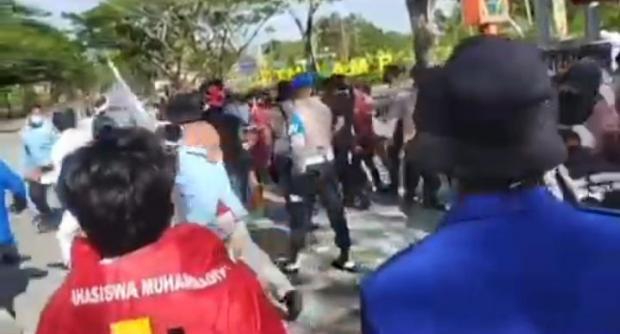 Tindakan Represif Oknum Polisi terhadap Mahasiswa yang Demo di Kantor Bupati Kepulauan Meranti Dikecam