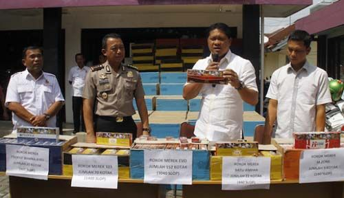 Dibawa dari Sidoarjo Jatim, Polda Riau Sita 60.400 Bungkus Rokok dengan Cukai Bermasalah dari Gudang di Tenayanraya Pekanbaru