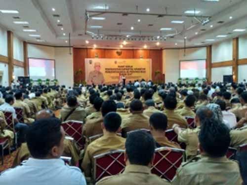 Kepala Desa se-Riau Dikumpulkan di Pekanbaru, Dengarkan Pengarahan Gubernur Riau Arsyadjuliandi Rachman soal Bankeu Provinsi