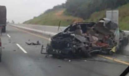 5 Orang Tewas Seketika setelah Mobil yang Ditumpangi Menabrak Truk di Jalan Tol Pekanbaru-Dumai