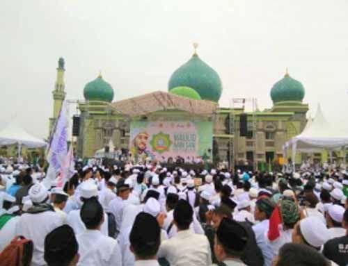 Habib Syekh bin Abdul Qodir Assegaf dan Ribuan Umat Muslim Riau Bersalawat untuk Kesatuan NKRI di Mesjid Agung An Nur Pekanbaru