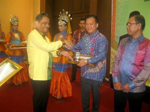 Asian Agri Raih Juara <i>Riau Investment Award</i> 2016