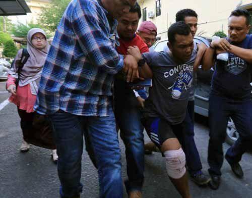Otak Pembunuh Sadis Satu Keluarga di Medan Meringis Kesakitan Digelandang Polisi, Ini Ekspresinya Saat Tiba di Mapolda Sumut setelah Ditangkap di Riau