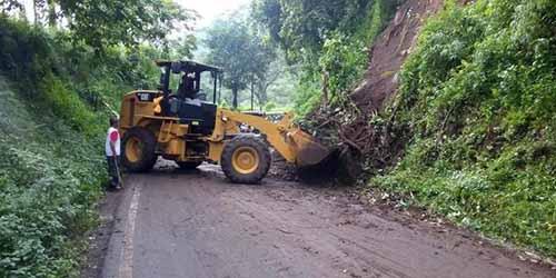 Alat Berat Disiagakan Antisipasi Jalur Longsor di Riau Saat Arus Mudik