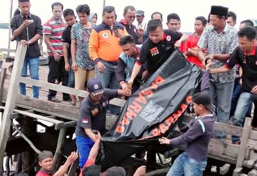 Satu Korban Kapal Tenggelam di Lautan Wilayah Kampungbaru GAS Inhil Ditemukan Tewas di Parit Rumbia