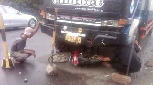 Hantam Truk Tronton, Pengendara Sepeda Motor Warga Desa Sei Akar Tewas di Ruas Jalan Lintas Timur Batang Gangsal Inhu
