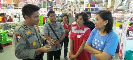 Polisi Sita Puluhan Minuman Kedaluwarsa dari Giant Nangka dan Lotte Mart Arengka