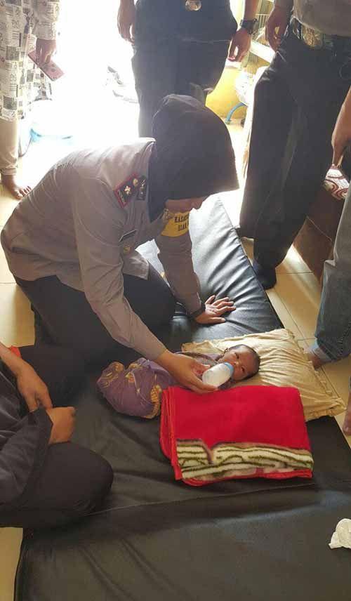 Bayi Masih Hidup Dibuang di Teras Rumah Gegerkan Warga Desa Tanahmerah Kampar