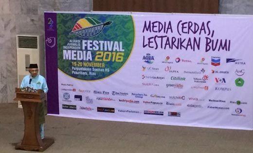 Gubernur Riau Arsyadjuliandi Rachman Dukung Sertifikasi Wartawan