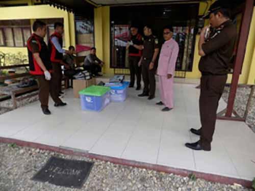 Kantor Camat Batanggangsal Ikutan Digeledah Tim Penyidik Kejari Inhu Terkait Kasus Korupsi Penerbitan Surat dan Penjualan Kawasan Hutan