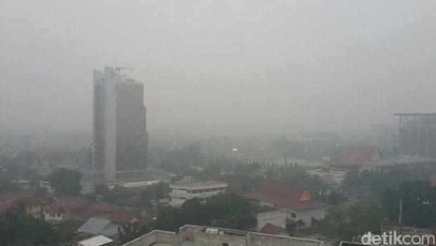 Dikepung Kabut Asap, Hari Ini dan Besok Sekolah di Pekanbaru Kembali Libur