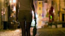 tak-peduli-bulan-ramadan-wanita-ini-nekat-jual-diri-di-pinggir-jalan