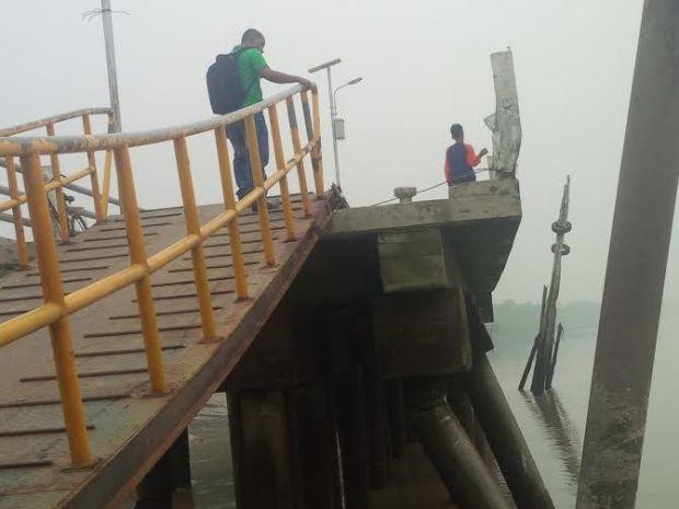 Perintah Bupati Rohil untuk Memperbaiki Tiang Penyangga Pelabuhan Bagansiapiapi yang Patah Dicuekin Dishubkominfo