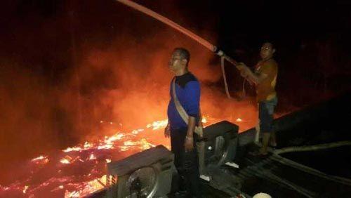 Jhon Kentong Warga Jalan Pahlawan Reteh Inhil Terbangun karena Hawa Panas, Eh Ternyata Kamarnya Sudah Dikelilingi Api