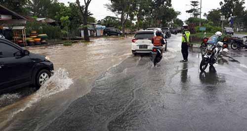 Diguyur Hujan Deras, Sejumlah Jalanan Utama di Kota Pekanbaru Banjir