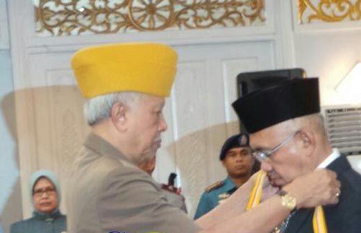 Kepeduliannya Diganjar Penghargaan oleh LVRI, Gubernur Riau Arsyadjuliandi Rachman Mengaku Anak Veteran