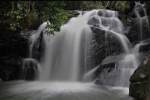 air-terjun-tembulun-berasap-destinasi-wisata-yang-sejuk-dan-asri-di-desa-pejangki-indragiri-hulu