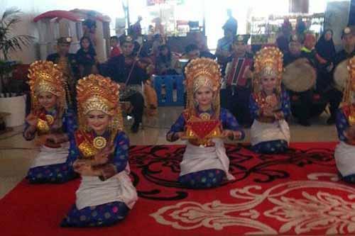 Selama Ramadan, Bandara SSK II Pekanbaru Sajikan Tari dan Lagu Melayu