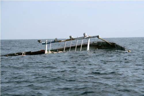 Kapal Pengangkut Air Mineral Tujuan Selatpanjang Tenggelam Dihantam Gelombang di Selat Bengkalis